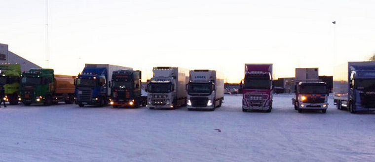 Samling lastbilschaufförer inför aktion mot utländsk konkurrens