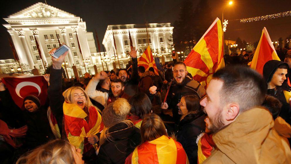 Miljon i protest mot makedonien