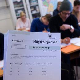 Högskoleprovet skrivs i Kungsholmens gymnasium i Stockholm 2014. Deltagarna har ingen koppling till artikeln.