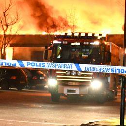 Kraftig brand i pizzeria i Landskrona.