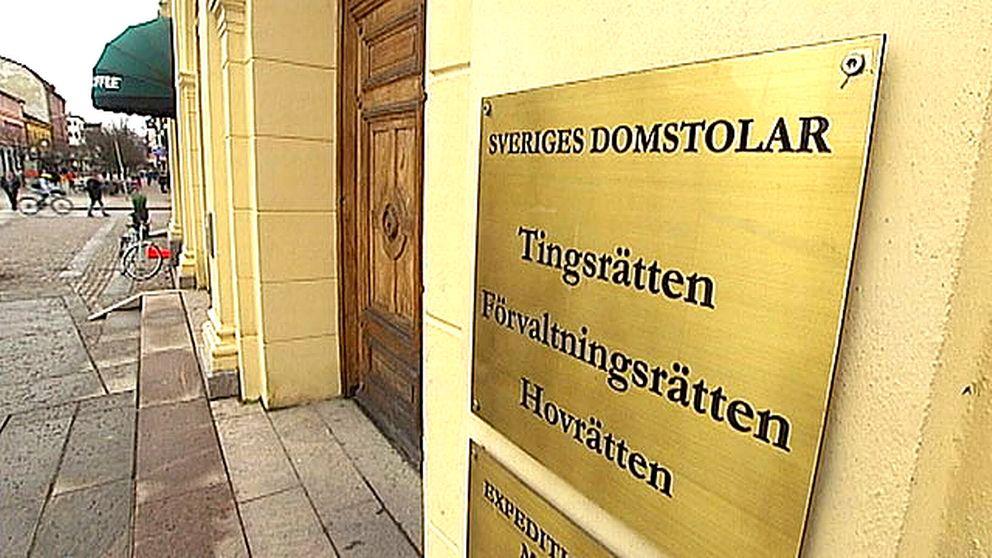 Skylt vid tingsrätten i Karlstad.