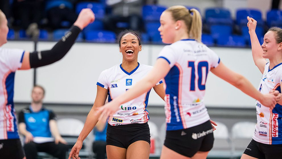 Lindesberg Volley efter vunnen bronsmatch mot Örebro i Grand Prix-slutspelets bronsmatch 2017.