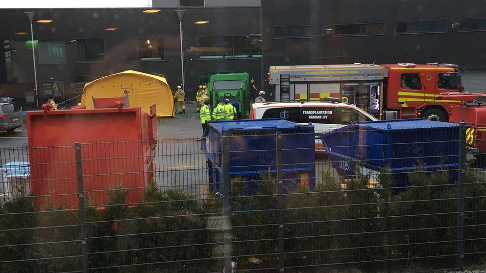 En bild på tältet där de som kommit i kontakt med pulvret undersöks
