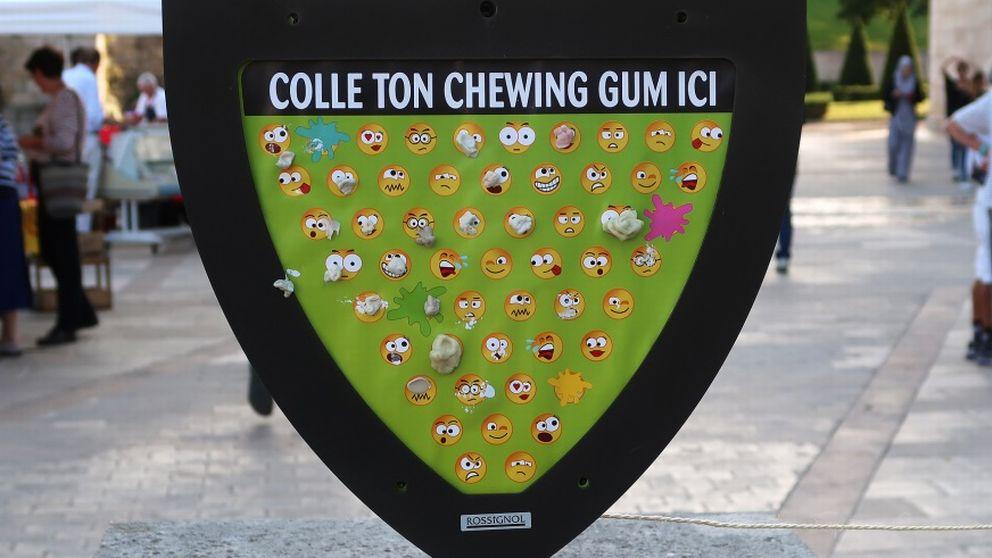 Skylt med emojis för att spotta ut sitt tuggummi.
