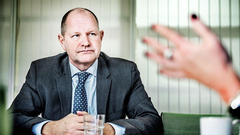 """Rikspolischef Dan Eliasson lovade vid ett besök i Malmö att polisen skulle kunna anställa mer personal och få """"ökad slagkraft"""" 2017. Det visar sig i stället att polisen i södra Sverige måste spara och minska antalet anställda."""