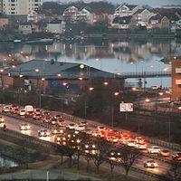Långa köer under morgonen vid infarten till Karlskrona.