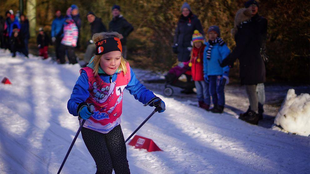 Även unga åkte skidor på Stadsparken i Lund.