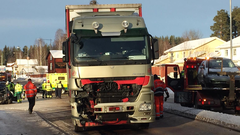 Inredning ok hyra lastbil : En person svårt skadad efter olycka i Grycksbo   SVT Nyheter