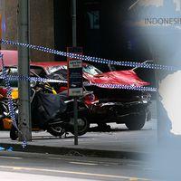 Tre dog när bil körde på fotgängare