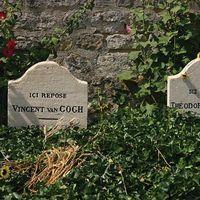 Vincent van Gogh och Theo van Gogh ligger begravda i Auvers-sur-Oise.