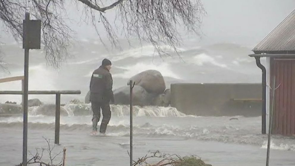 Höga havsvattenstånd och höga vågor gav omfattande översvämningar den 4 januari, som här i Drag strax norr om Kalmar.
