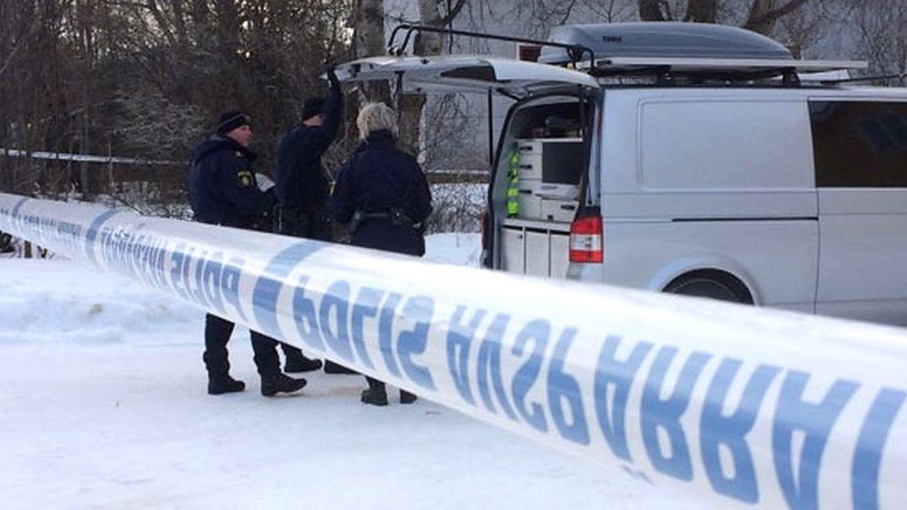 Polisen undersöker platsen i Sveg där en 20-årig man miste livet.