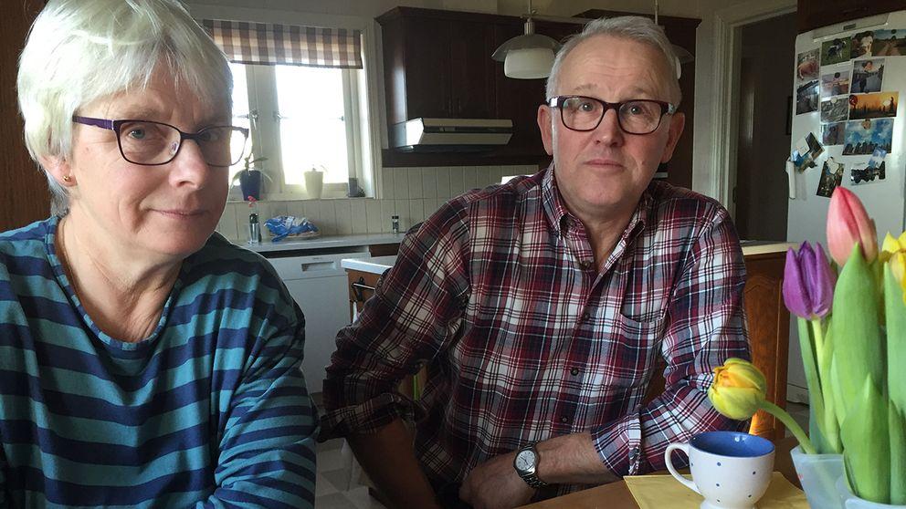 Kicki och Per Olsson är mycket tveksamma till att den mobila lösningen ska fungera.
