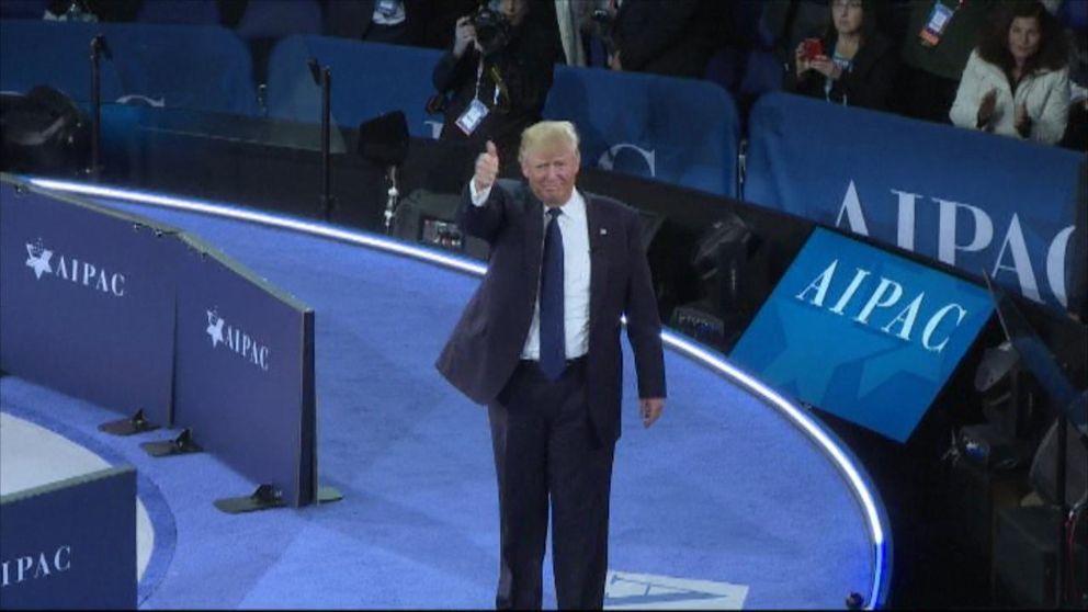USA:s president Donald Trump gör tummen upp