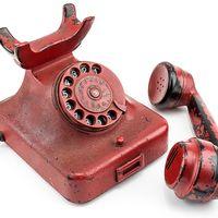 Här är Adolf Hitlers gamla telefon som nu säljs på auktion.