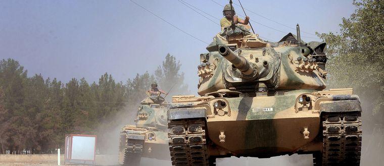 Turkiska stridsvagnar på väg mot den syriska gränsen, augusti 2016. Turkiet, precis som andra länder i Mellanöstern, har kraftig ökat sin vapenimport den senaste femårsperioden.