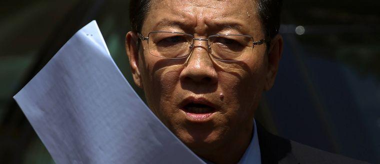 Nordkoreas ambassadör Kang Chol på en presskonferens i Kuala Lumpur på måndagen.