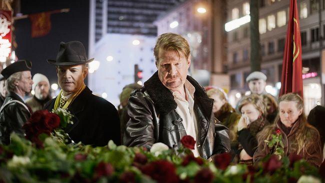 Rikskriminalpolisen. Lars Martin Johansson (Rolf Lassgård) och Jacob Ericksson (Nilsson).