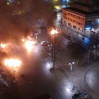 Polis sköt verkanseld vid upplopp