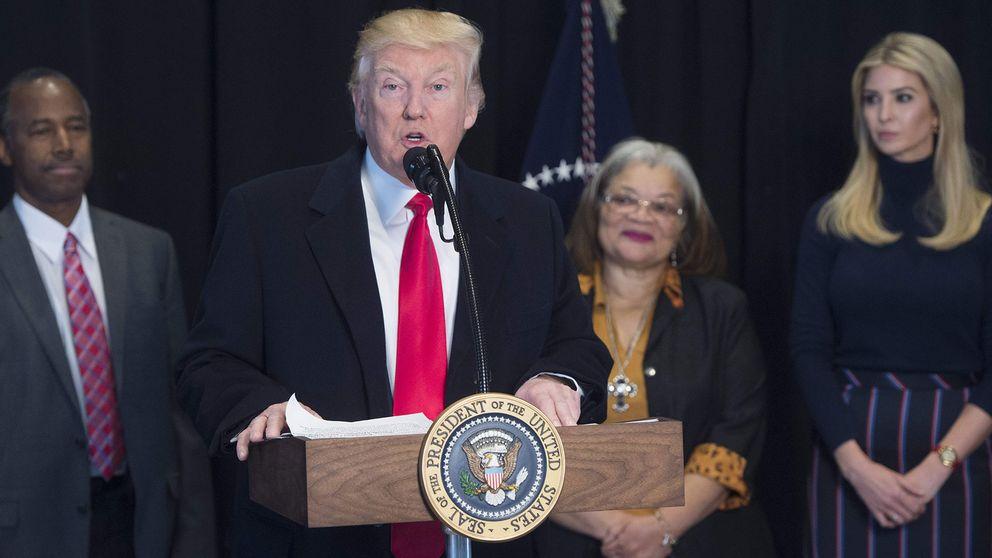I likhet med den tidigare skrivningen vill Trump se en paus för allt flyktingmottagande i 120 dagar. Tillsvidarestoppet för flyktingar från Syrien är dock slopat, enligt tidningen USA Today.
