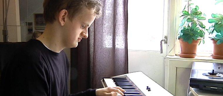Alexander Engström vid pianot