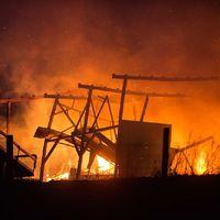 Kraftig ladugårdsbrand strax utanför Bankekind i Linköping