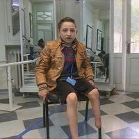 Abdul Hamid, 11 år, skadades av en granat och tvingades amputera benet.
