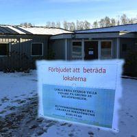 En paviljong på Nobelgymnasiet stängdes i dag på grund av akuta mögelproblem. Redan i december stängdes delar av lokalen av men undervisningen fortgick i de övriga delarna ända fram till i dag.