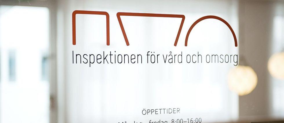 IVO logga och utskrivet på dörr, Inspektionen för vård och omsorg