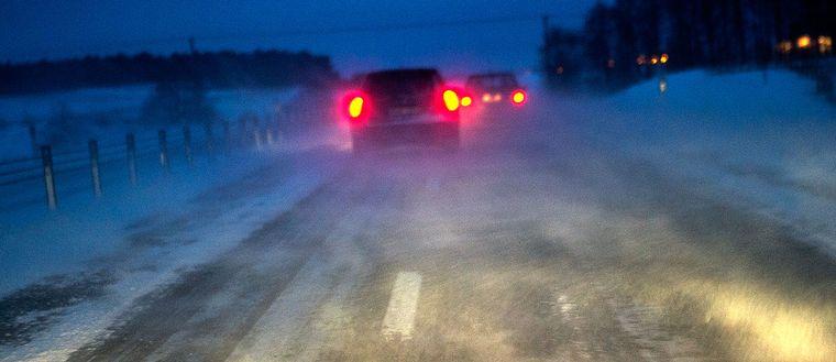 Trafikverket har varnat för mycket hala vägar i södra delar av Sverige.