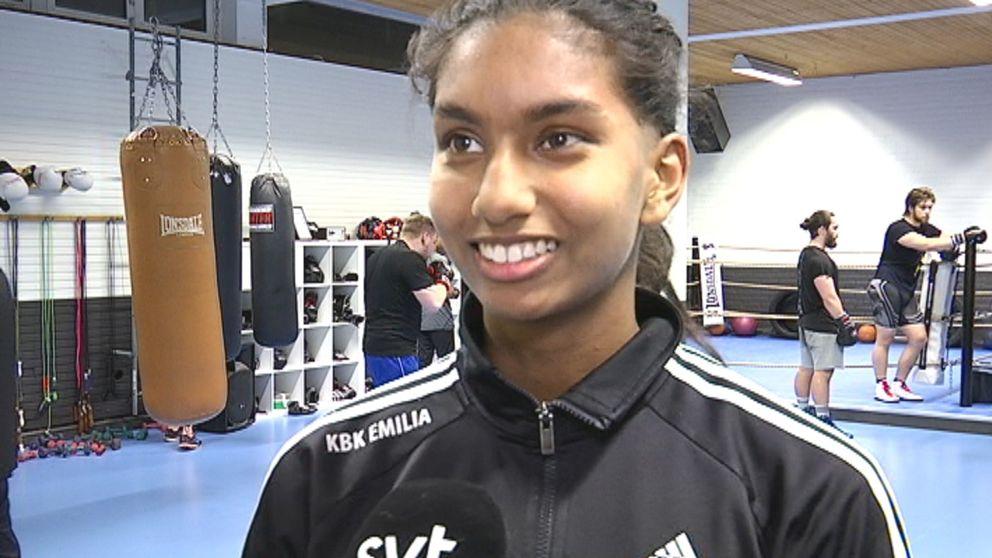 På fredag kommer Emilia Svensson boxas inför 10 000 personer