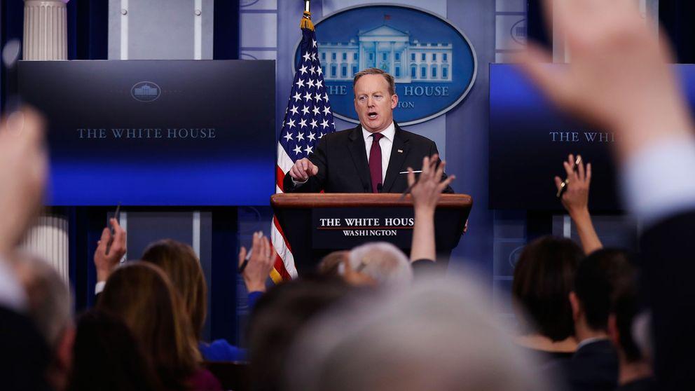 Sean Spicer under pressträffen.