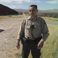 Paul Estrada, sheriff vid gränsen, berättar om hur migranterna vädjar om att han inte ska gripa dem.