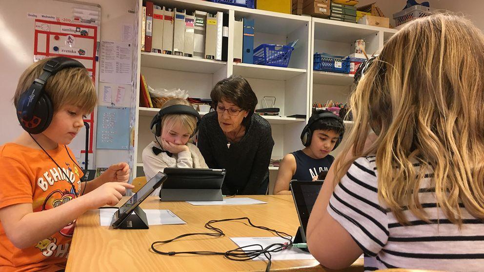 Barnen uppfattar appen som ett spel men samtidigt utvecklar det både arbetsminne och matematik.