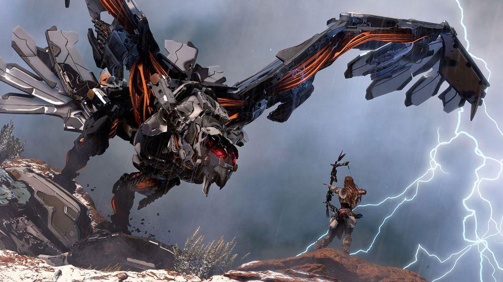 Genom att jaga spelvärldens maskinvarelser och kan Aloy ge sin primitiva utrustning högteknologiska uppgraderingar.