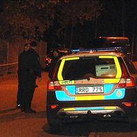 Polis på plats i Lövgärdet.