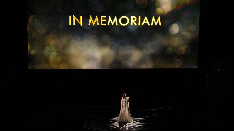 Sara Bareilles upträder under årliga minnesmontaget på Oscarsgalan på Dolby Theatre i Los Angeles.
