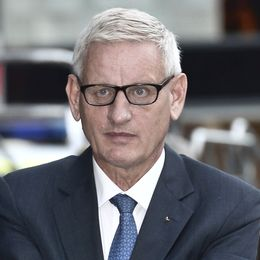Nils Bildt (till vänster) under sitt omtalade framträdande i Fox News och Carl Bildt (höger).