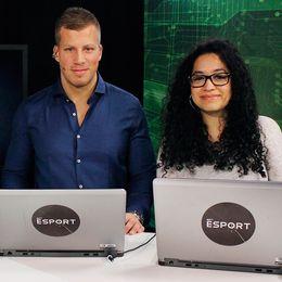 """SVT E-sports programledare Petter Sjöstrand samt expertkommentatorerna Fredrik """"Jaegarn"""" Andersson och Mayra """"Ipsa"""" Perez."""