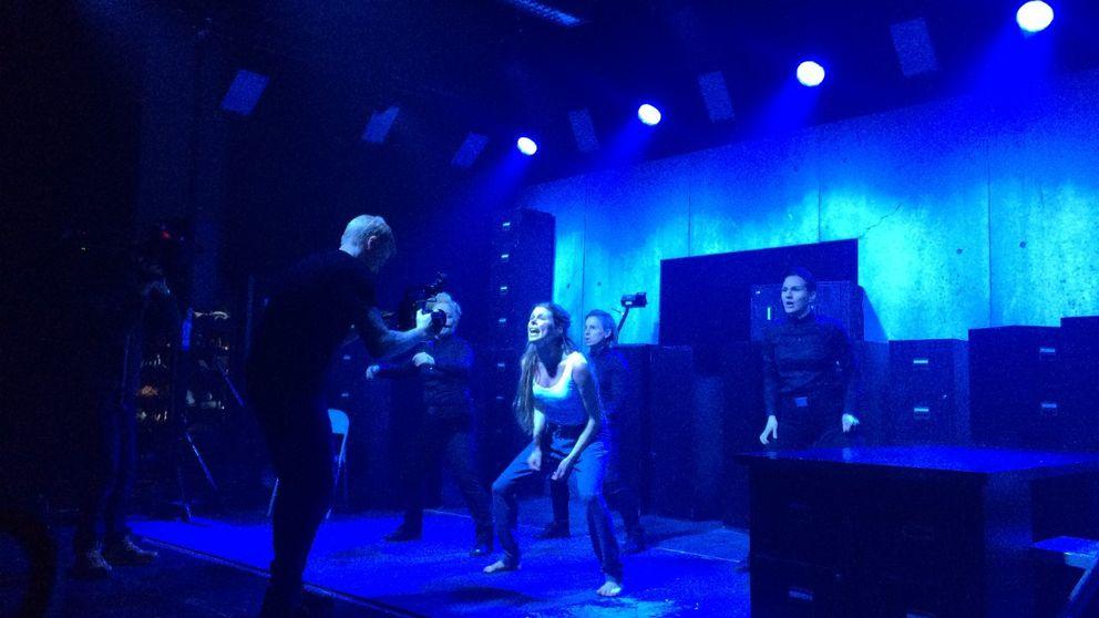 Scen från föreställningen Häxor – när drevet går