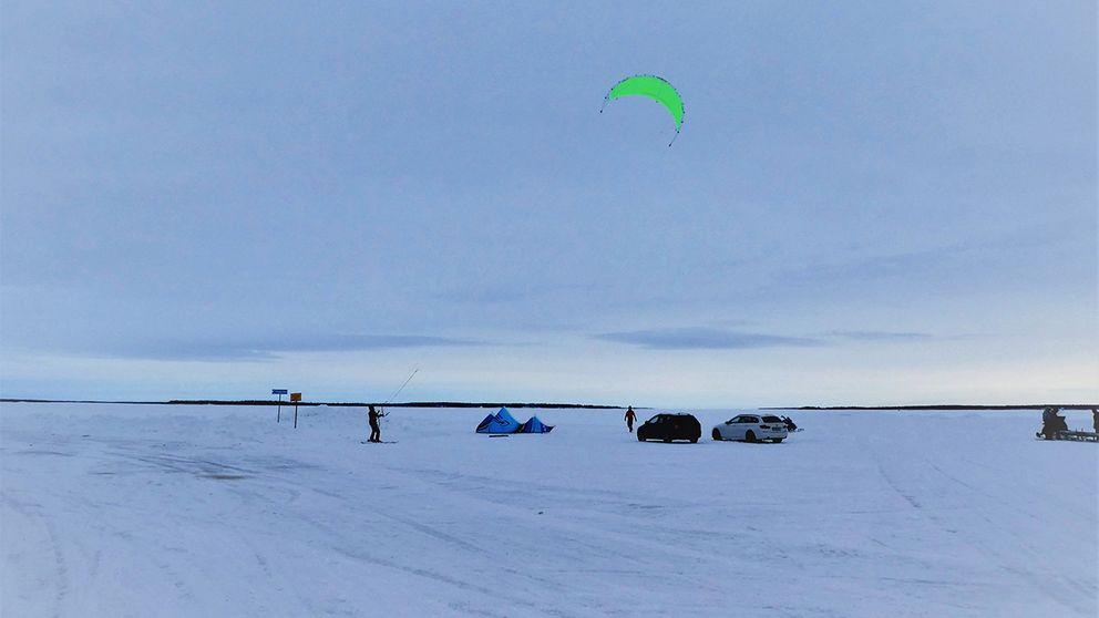 Lördag 11 mars från Luleå skärgård ,många passade på att åka ut med bilen på isentill Hindersön och Storbrändön.