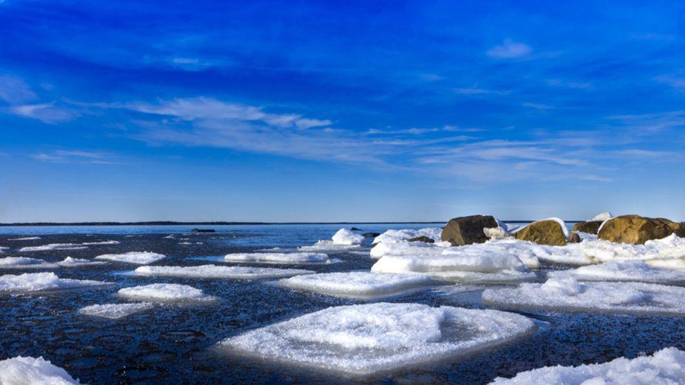 Så börjar isen smälta undan och våren nalkas, bild tagen i Skutskär, Uppsala län på eftermiddagen den 12/3