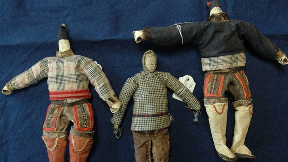 Grönländska dockor efter konservering på Etnografiska museet.