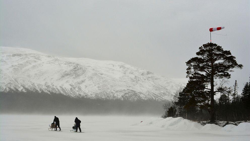 Sparktur i blåsten på Ottsjö, Jämtland. 16/3