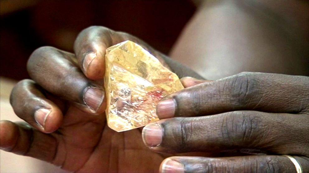Jättediamanten som hittades i Sierra Leone är nu inlåst i centralbankens valv.