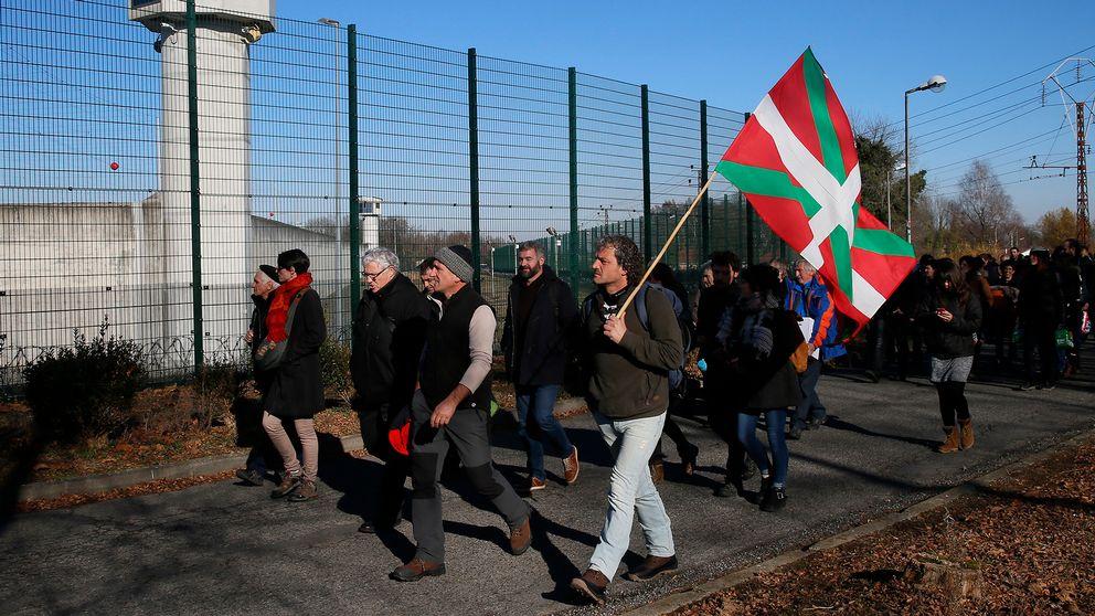 Demonstration i Lannemezan i Frankrike till stöd för baskiska fångar i spanska och franska fängelser. Flaggan är den baskiska, ikurriña.
