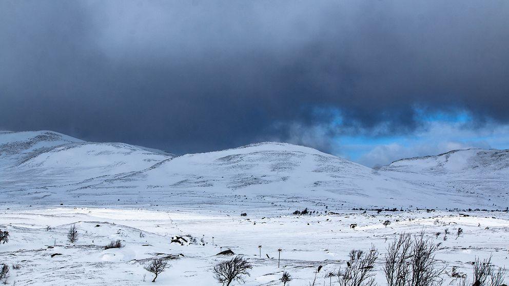 Växlande molnighet, några minus och riktigt kalla vindar.  Anaris, Jämtland 170318