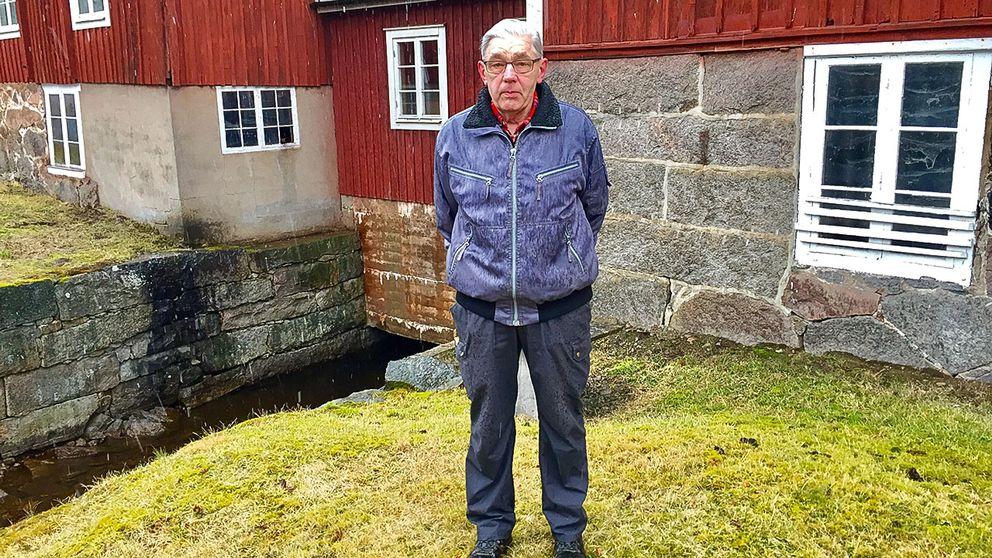 Rune Nilsson i Gäddeviksås tvingades att stänga sitt lilla kraftverk därför att det skulle bli för dyrt att ansöka om ett nytt tillstånd.