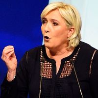 Socialliberala En Marche-rörelsens presidentkandidat Emanuel Macron och Nationella Frontens Marine Le Pen.