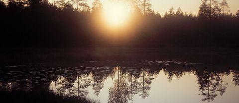 Solen går upp över Dalarna. I dag klockan 11.29 sker vårdagjämningen och landet blir ljusare.